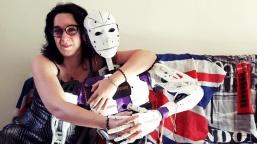 Gönlünü Robota Kaptırdı!