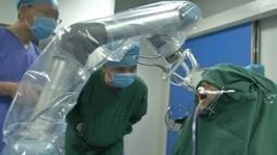 Robot Diş Doktoru İlk Ameliyatını Gerçekleştirdi!