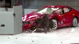 Tesla Model S'in Çarpışma Testi!